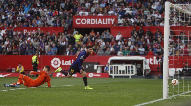 Un hat-trick de Messi para la goleada de Barcelona a Sevilla