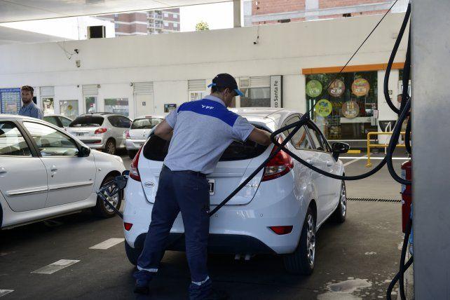 Anticipan otro aumento de la nafta de 5 por ciento para mayo
