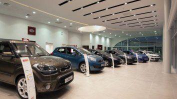el patentamiento de autos y de motos se desplomo en febrero