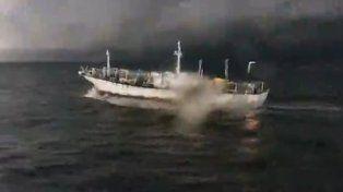Prefectura persigue a un buque chino que pescaba ilegalmente