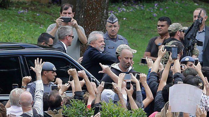 Lula salió de la cárcel para asistir al velatorio de su nieto