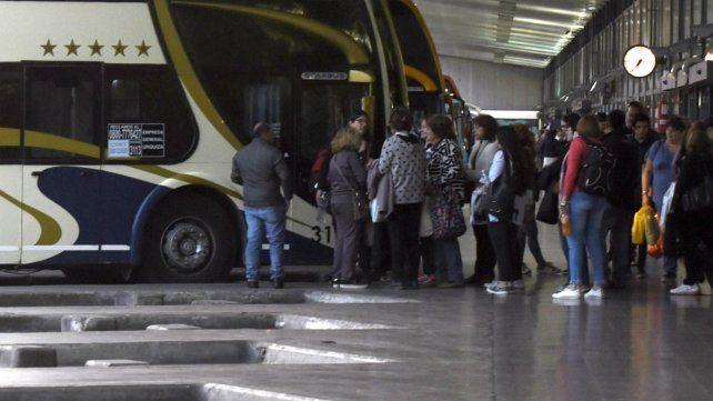 Detienen a un hombre por manosear a una pasajera durante un viaje en colectivo