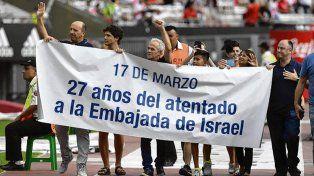 Homenaje. Familiares de víctimas del atentado a la Embajada