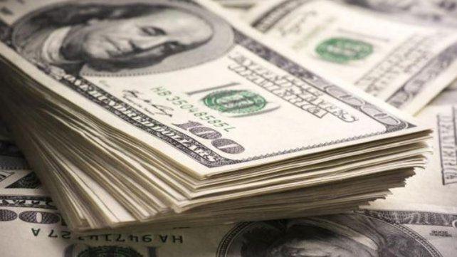 El dólar subió 56 centavos en un día y tocó los 45 pesos