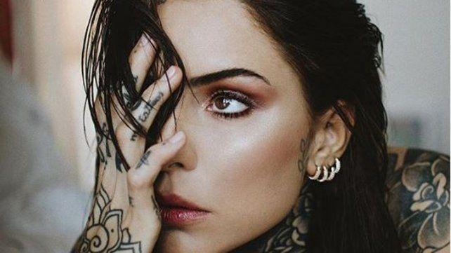 El nuevo de tatuaje de Cande Tinelli es una palabra en la cara