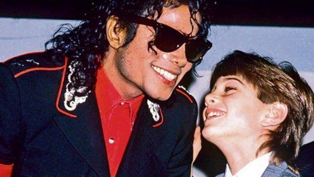 otras épocas. El cantante publicitaba su amistad con los niños.