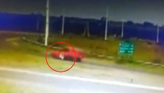 Así fue arrastrado un policía para eludir un control de tránsito