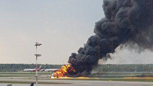 Al menos 41 muertos tras el aterrizaje de un avión en llamas