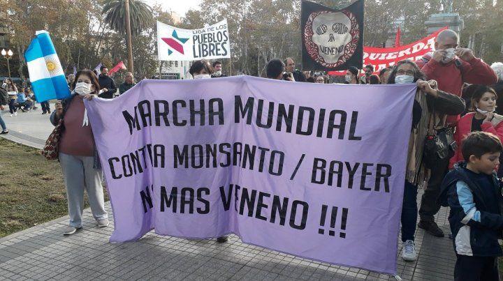 La concentración fue en la plaza San Martín. (Foto@jorgelahiba)
