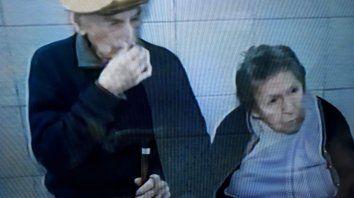 Los abuelos fueron a parar a la seccional 5ª, donde lo retiró uno de sus hijos. (Foto: captura de TV)