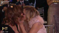 carla peterson beso a nancy duplaay antes del discurso verde
