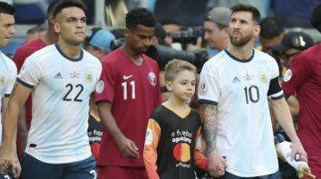 un nene revelo que hace messi cuando suena el himno nacional