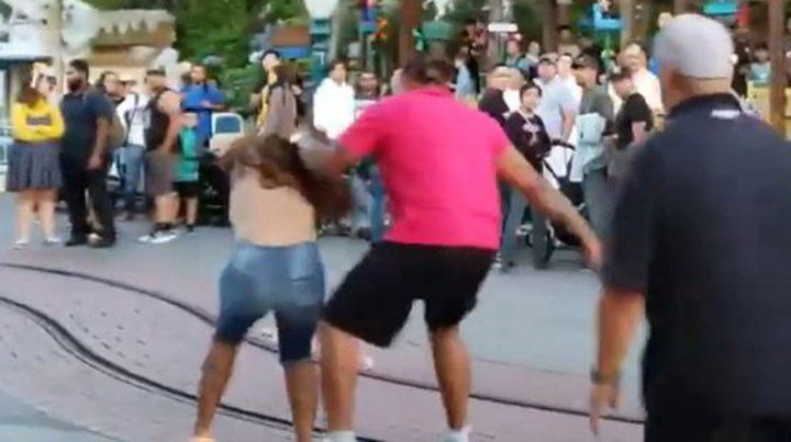 Molió a golpes a su mujer en pleno parque de Disney