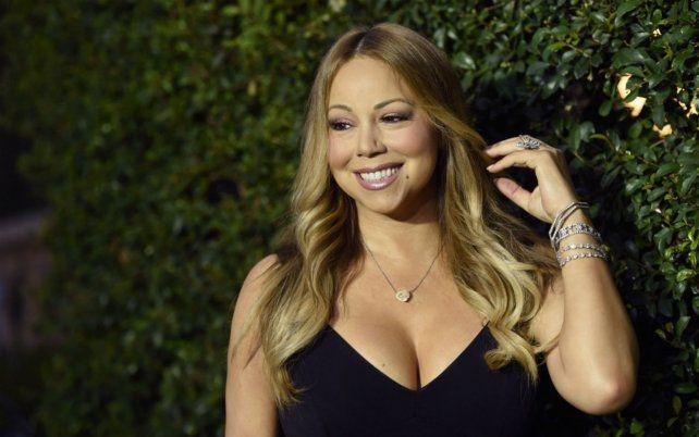 La cantante Mariah Carey brindó una extensa entrevista con Cosmopolitan.