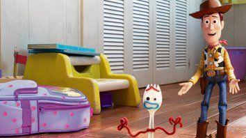 Otra dupla. Woody y Forky, la novedad exitosa de Toy Story 4.