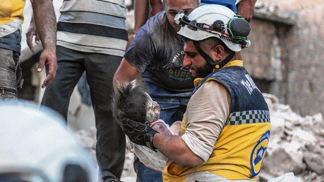 Un bombardeo ruso deja al menos 37 muertos en un mercado al norte de Siria