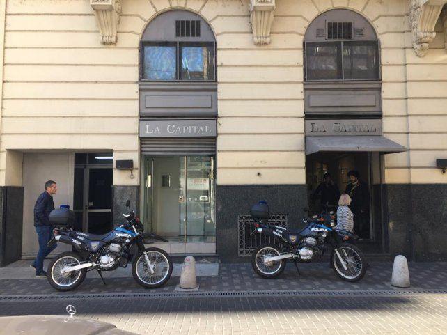 La receptoría de avisos del diario La Capital fue asaltada por un ladrón solitario.