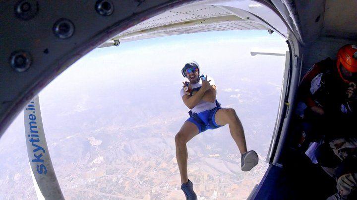 Un youtuber falleció cuando se filmaba realizando un salto en paracaídas
