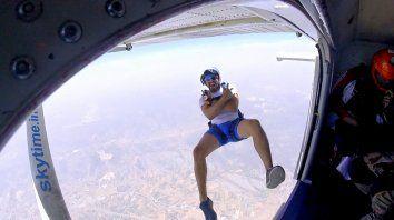 fallecio cuando se filmaba realizando un salto en paracaidas