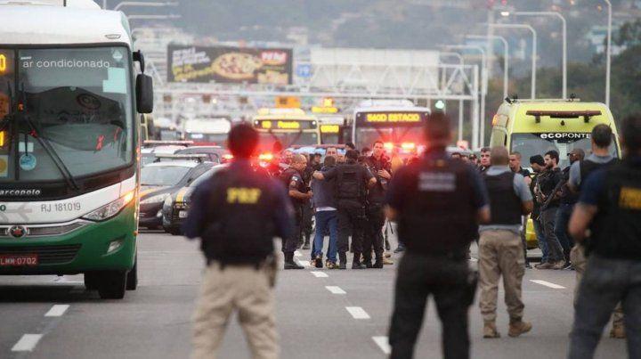 Un francotirador abatió al secuestrador del micro en Rio