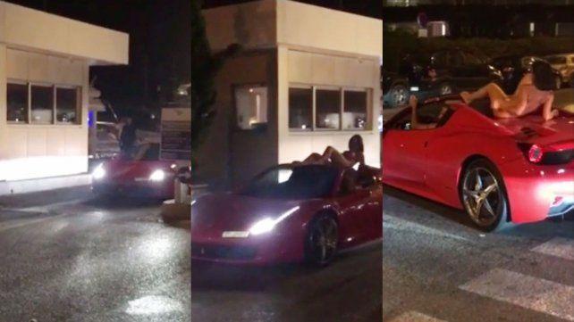 Lady Godiva ... pero en una Ferrari, y en Ibiza