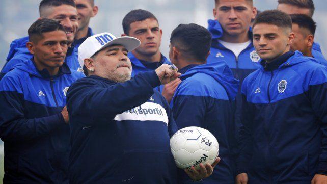 Por la victoria. Maradona busca su primer triunfo en la Superliga.