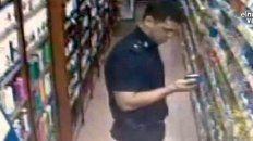 echan a un policia por robar en un supermercado