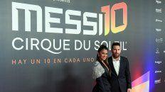El crack rosarino Lionel Messi fue acompañado de su esposa, Antonela Roccuzzo, al estreno del show del Cirque du Soleil.