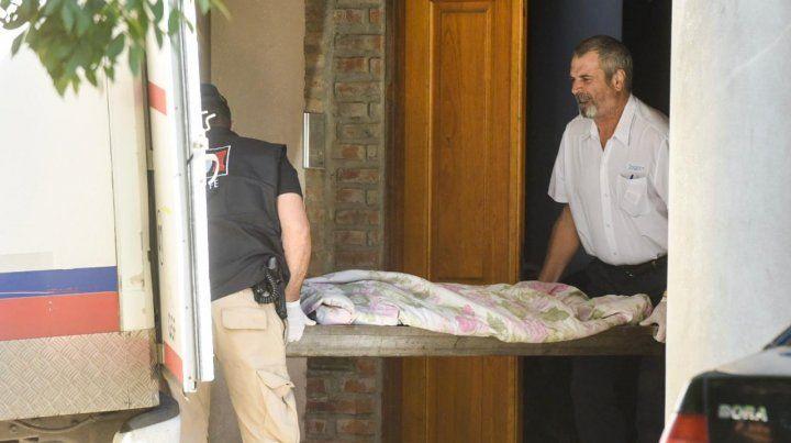 Los cadáveres de las víctimas de la balacera en la casa de Ema Pimpi fueron trasladados al Instituto Médico Legal.