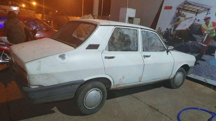 El Renault 12 en el que se desplazaban los delincuentes.