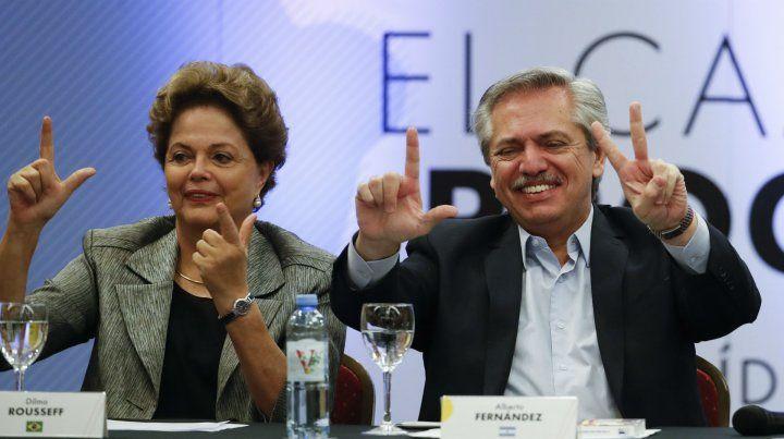 Alberto Fernández junto a la expresidenta de Brasil.