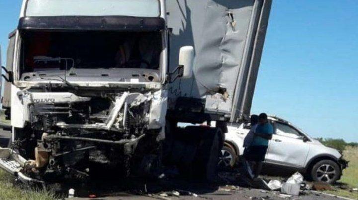 Cuatro integrantes de una familia murieron en un choque frontal en ruta14