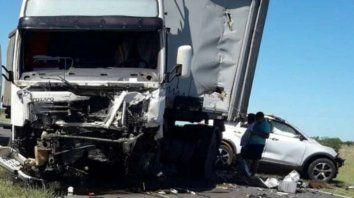 cuatro integrantes de una familia murieron en choque frontal en ruta14