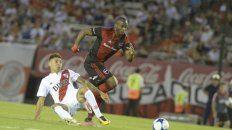 Leal sigue de pie. La Pantera marcó un gol en cancha de River en 2017, la última vez que Newells ganó en Buenos Aires.