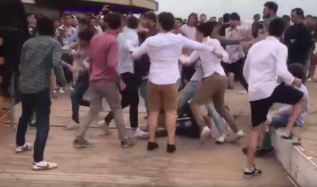 Una violenta pelea se desató en la zona de boliches de Playa Grande.