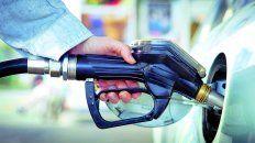 las naftas subieron 6% y se suman a los aumentos de tarifas y prepagas