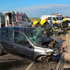 Un choque frontal entre dos autos dejó una víctima fatal y varios heridos en Santa Fe