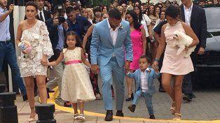 Comienza la maratónica boda de Carlitos Tévez