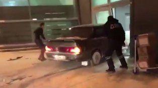 El increíble vídeo del conductor borracho que decidió manejar dentro de un aeropuerto copy