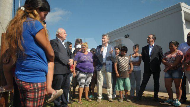 Macri junto a Lifschitz y Corral dejaron inauguradas las primeras viviendas.