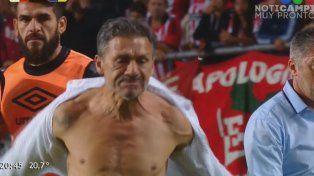 ¡Nelson Vivas explotó y quedó semidesnudo!