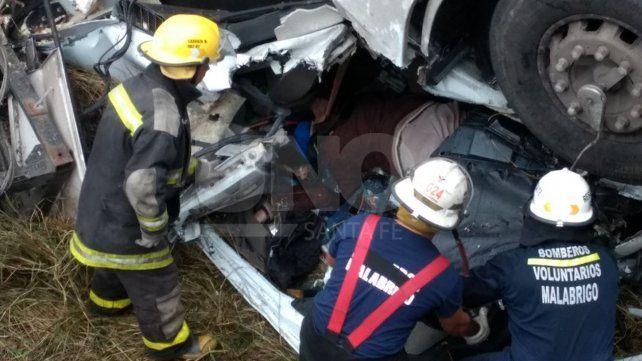 Murió un camionero al caer el vehículo desde el puente de Malabrigo