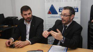 Al frente de la investigación. Alejandro Tognolo (PDI) y el fiscal Omar De Pedro (MPA).