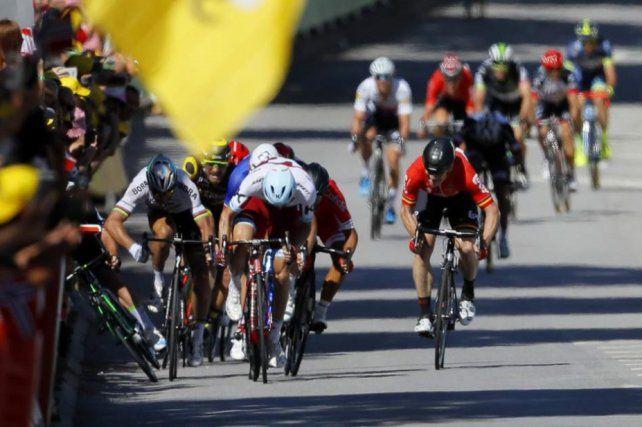 Un codazo causó una caída colectiva en el Tour de Francia