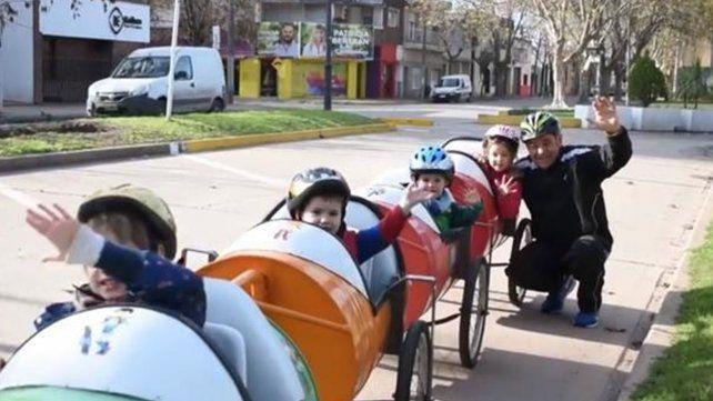 El santafesino que conmovió con su bici-trencito contó cómo surgió la idea