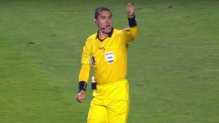 Un árbitro festejó al término de un partido y generó polémica