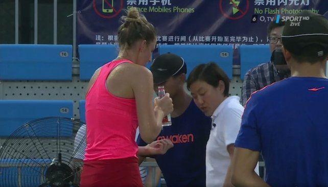 Una tenista se cortó el dedo con un ventilador
