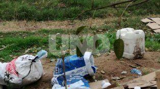 En un pueblo de Santa Fe dejan residuos agroquimicos al alcance de niños