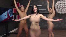 video: las conductoras de un noticiero bailaron desnudas en vivo