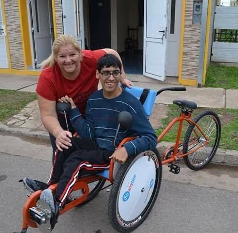 Gracias a la solidaridad de los santafesinos, Renzo y Ludmila tienen sus bicisillas